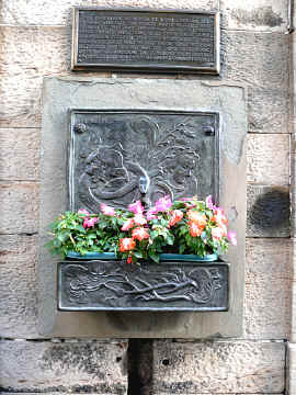 Edinburgh_Castle_Witches_Well.jpg (264881 Byte)