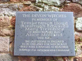 Rougemont_Castle_Exeter_Devon_Witchplaque.jpg (171386 Byte)